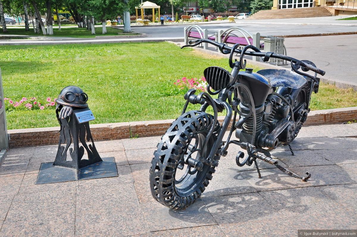 21. Памятник мотоциклистам от местного байкерского клуба., Тюмень — Цветной бульвар
