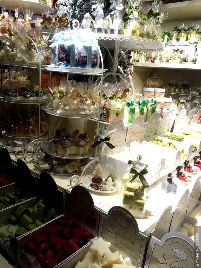 Конфеты в Вене продают повсюду, только вот это оказались не они. Это мыло))) Даже мыло, как конфетки.