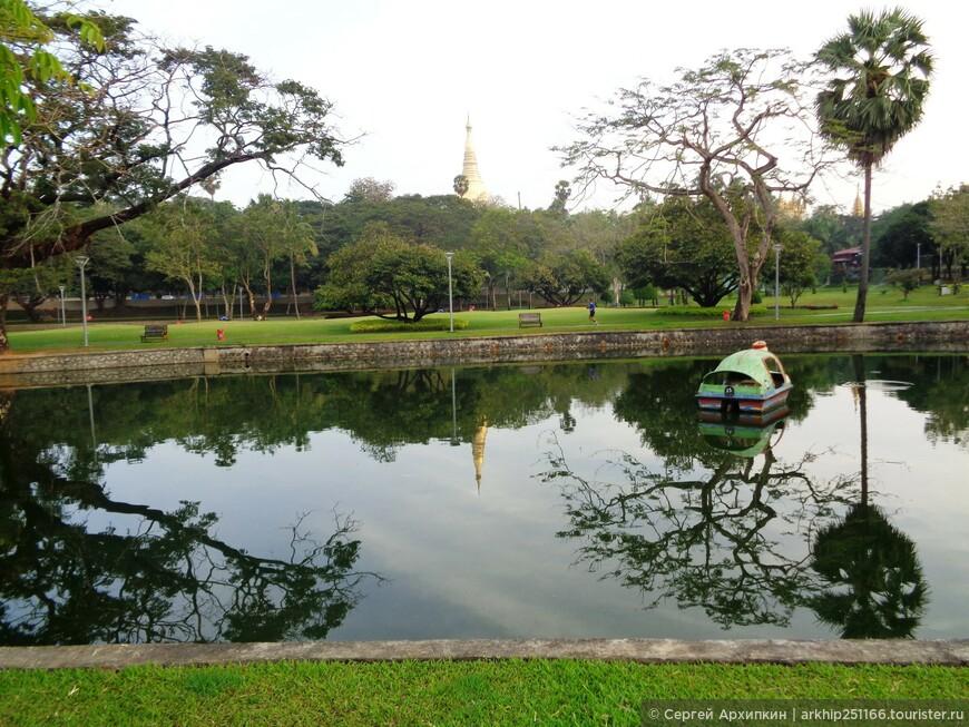 От парка Kan Taw Mingalar Garden я вышел через его северо-западный угол и направился к пагоде - Maha Wizaya Pagoda