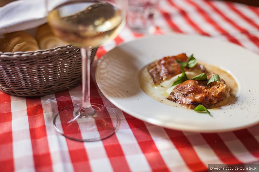 обед в остерии стоит от 15 евро/человека и выше, зависит от вина...