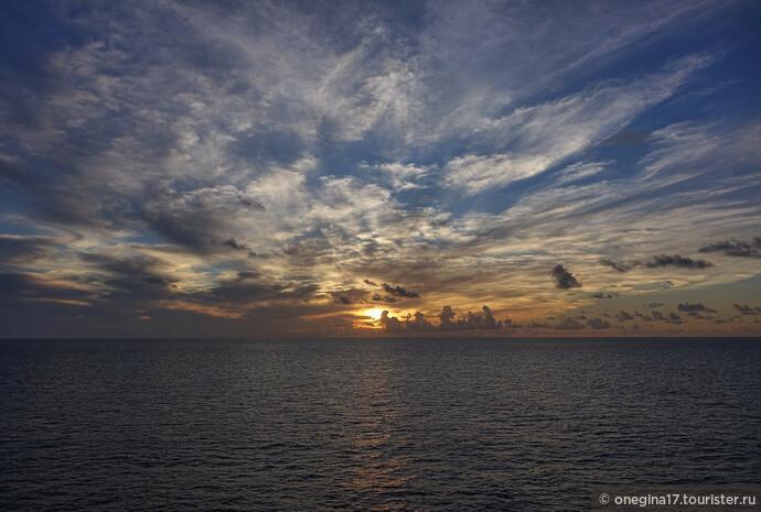Солнце Сен-Мартена вздохнуло, взгрустнуло, блеснуло напоследок и исчезло в теплых водах Карибского моря...
