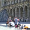 Двор Лувра летом