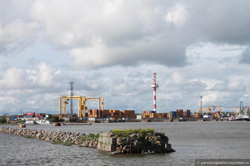 Промышленная гавань базы Литке.