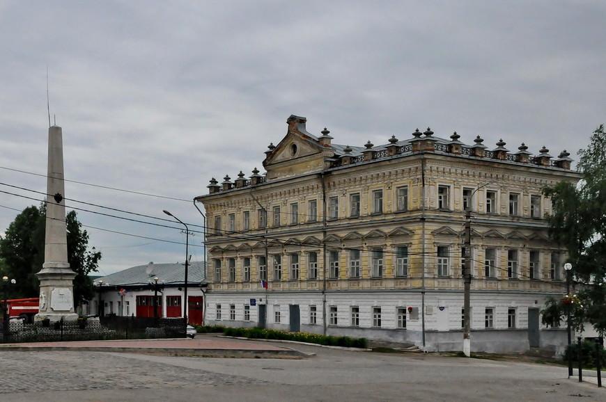 16. Здание городской управы. Построено в 1820-х годах и является одним из самых красивых домов в городе.