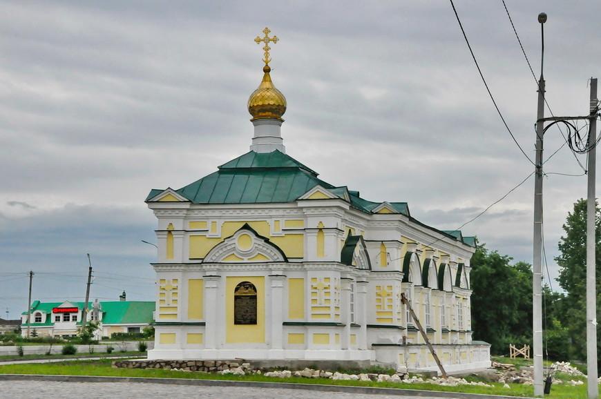 17. Отреставрированная Малая Алексеевская церковь. Единственное уцелевшее религиозное здание на Соборной площади города.