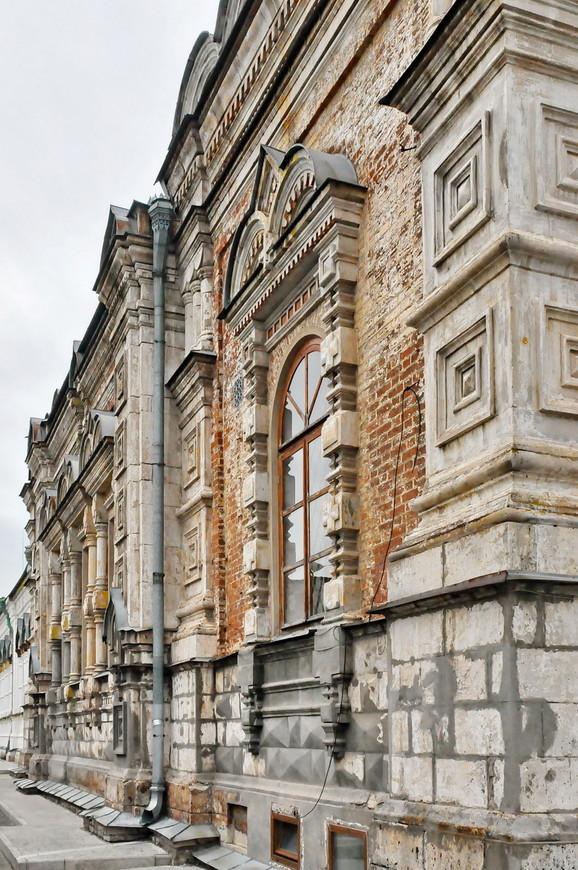 27. Хотя судя по пластиковым окнам в основании храма, реставрация его испортит навсегда.